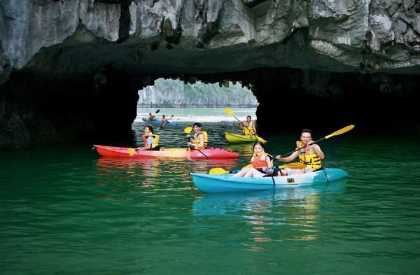 Khám phá Hang Sáng - Tối (Explore the Cave of Light - Dark)